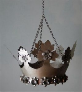 Hanging Mesh Maple Leaf SILVER CROWN, Art Messages Royal Old Fnsh Tin Chain
