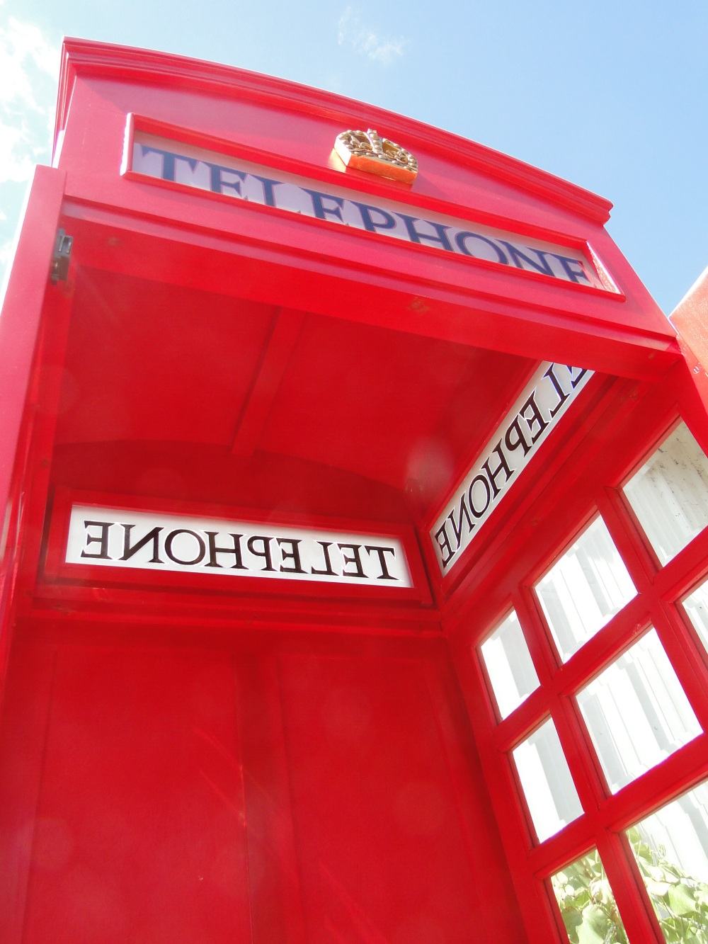Red wooden replica england telephone booth old jaguar for Replica mobel england