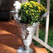 Road Runner Garden Storage Metal Urn Cute no Coyote Chasing
