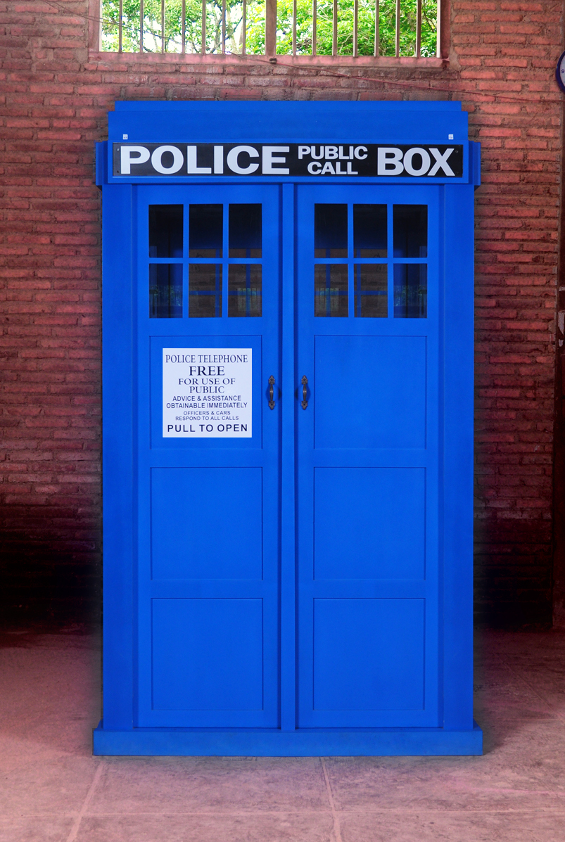 Blue English Police Call Box, Doctor Dr