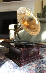 RCA Victoria Gramaphone or Gramophone w Horn, Record Player, Phonographe, 78RPM, Antique Style