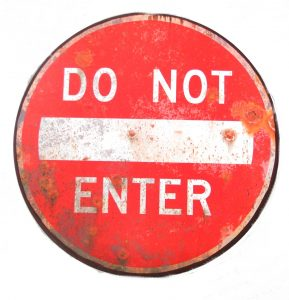 Do Not Enter Street Sign Replica Metal Old Fashioned Style Wall Art Decor