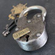Davy Jone's Locker PADLOCK Antique Old Style Treasure Chest Iron w Skeleton Key