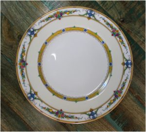 "Minton Helena 10 5/8"" Dia. Dinner Plate Urns Leaves Flowers Gold 1926 Mintons England"
