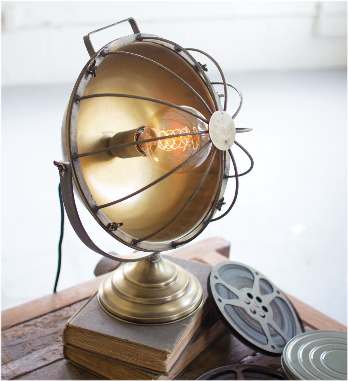 Old fashioned heat lamp shape table or desk lamp light for Old fashioned lighting fixtures