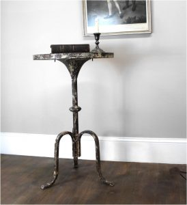 Charming Rustic Three Leg Side or End Table Aged Painted Finish – The Kings Bay
