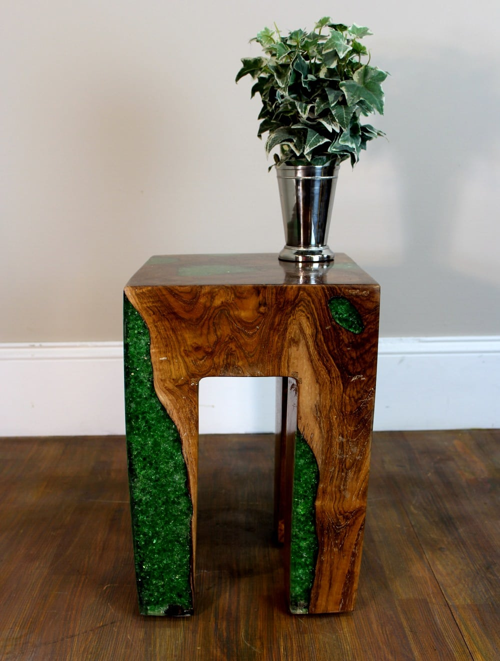 Delightful Burl Teak Wood Root And GREEN Resin Lucite Plastic End Side Night Table