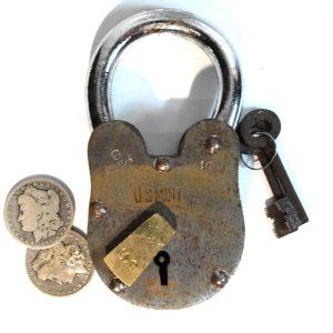 United States Mint Padlock Iron – Brass Swivel Key Hole 2 lb 6″ T Treasure Chest