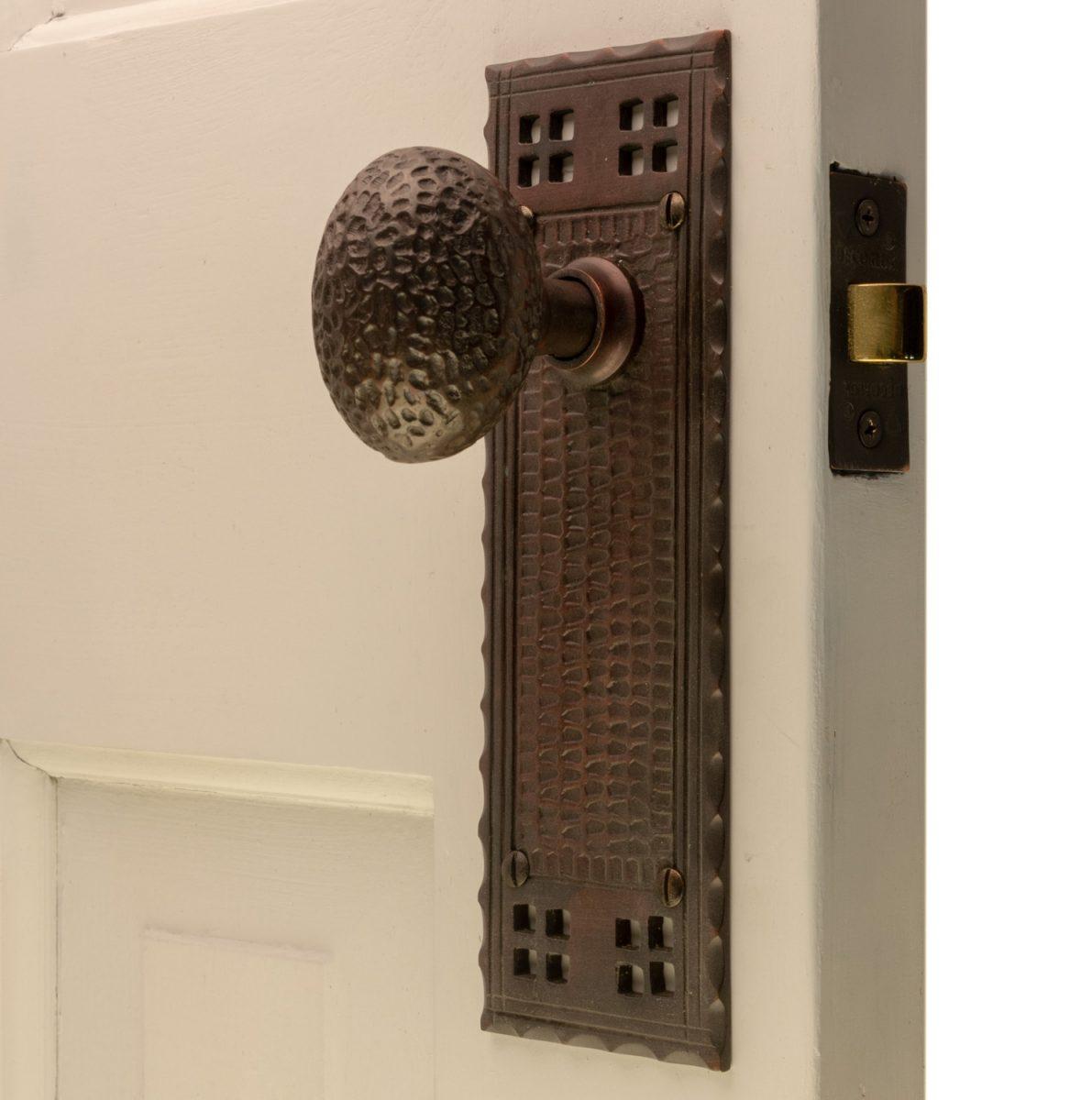 "ANTIQUE ART DECO BRASS FINISH IRON DOOR KNOB BACKPLATE 2 5//8/"" X 7 1//2/"""