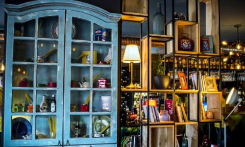 Easy Ways To Decorate A Bookshelf