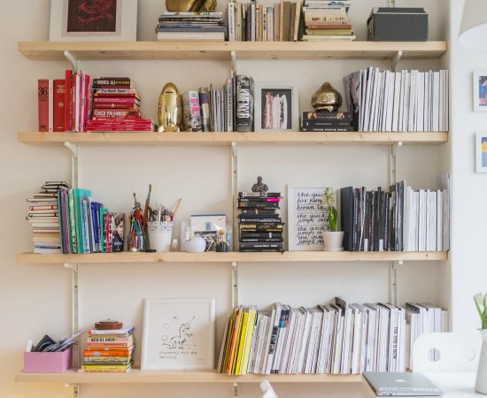 7 Ways To Decorate Your Bookcase